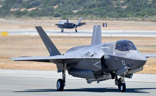 На фото: F-35