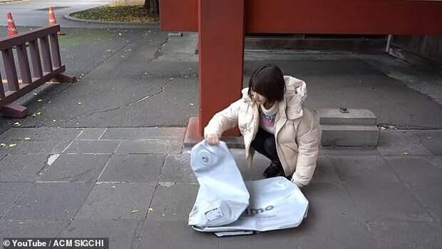 ВЯпонии создали надувной электроскутер, который легко помещается врюкзак