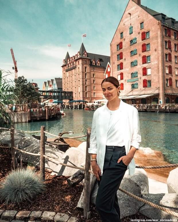 Марина Александрова поделилась романтичными кадрами с мужем и детьми из путешествует по Европе