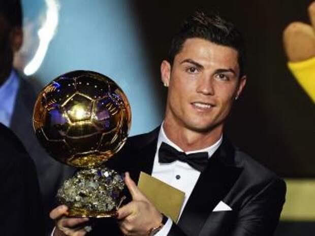 Криштиану Роналду получил «Золотой мяч» во второй раз
