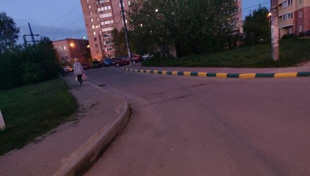 Бортовой камень отремонтировали на тротуаре по Молодежной улице Подольска