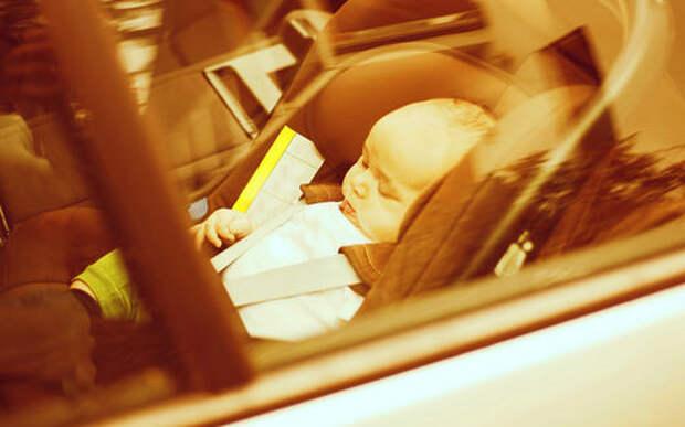 В помощь склеротикам: автомобиль обяжут напомнить о забытом ребенке