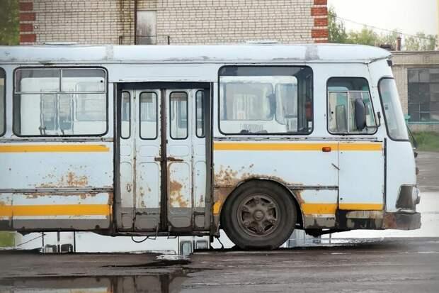 Один из трёх ''пригородников''. Кстати, у него стоит ГБО, совмещённое с бензобаком от… Жигулей Арзамас, ЛиАЗ 677, автобус, автомир, лиаз, общественный транспорт, ретро техника