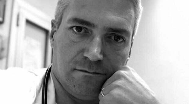Farmaci letali a malati Covid, arrestato il primario di Montichiari Carlo Mosca. Il gip: «Volontà di uccidere»