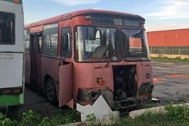 А вот этот ЛиАЗ уже пришёл к своей конечной остановке — он уже за точкой невозврата Арзамас, ЛиАЗ 677, автобус, автомир, лиаз, общественный транспорт, ретро техника