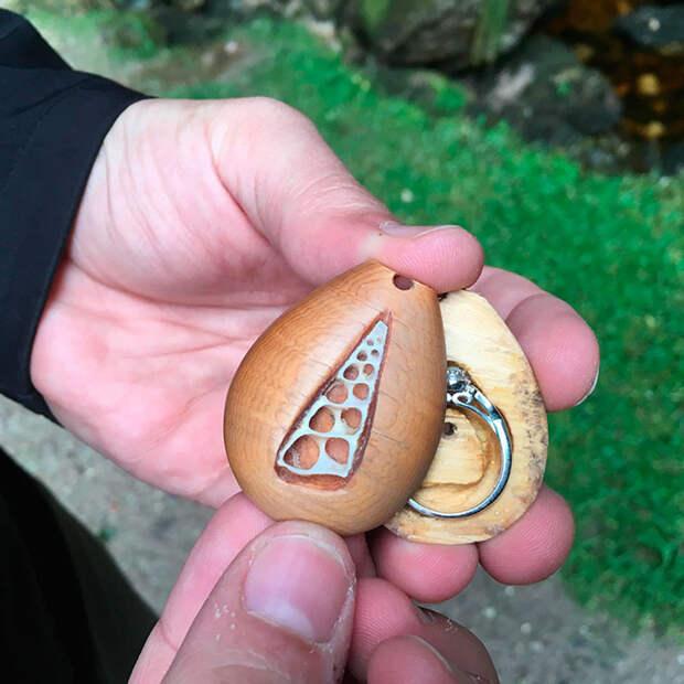 Тайна украшения: Больше года девушка носила свое обручальное кольцо, не догадываясь об этом
