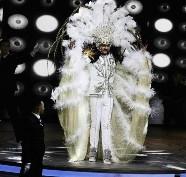 Ф. Киркоров в сценическом костюме. Фото из открытых источников