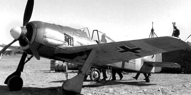 Истребитель Fw 190A-4 W.Nr. 0145 681 «Белая 1» командира эскадрильи 4./JG 2 обер-лейтенанта Курт Бюлигена. Кайруан, январь-февраль 1943 года - Рекорды Эриха Рудорффера: от Туниса до Прибалтики | Военно-исторический портал Warspot.ru