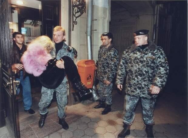 Криминальная Россия: откровенная фотохроника буйных 90-х от российского фотографа