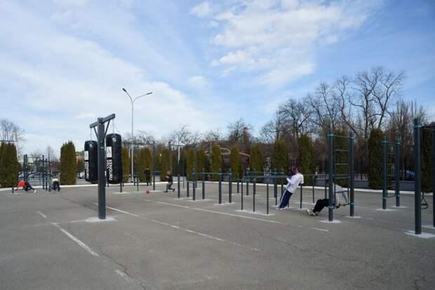 В столице Адыгеи построили новую спортивную площадку для занятий воркаутом