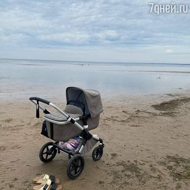 Родившая жена Константина Эрнста поделилась фото с коляской