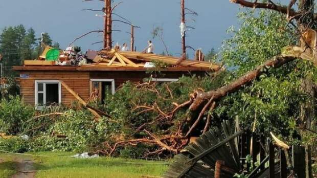 Из-за сильного урагана в Тверской области 13 человек пострадали, из них 3 погибло
