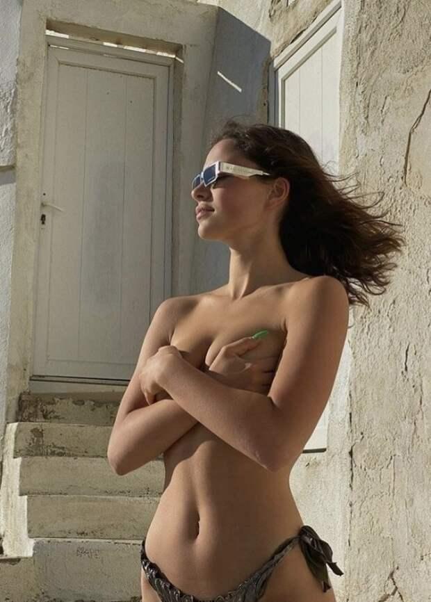 Фото для взрослых: девушки без бюстгальтеров (32 фото)