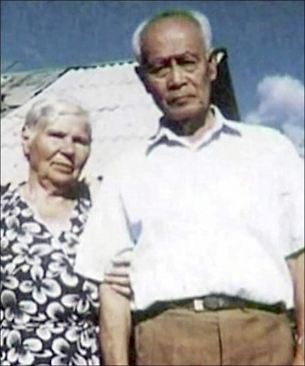 Влюблённые вместе встретили старость.