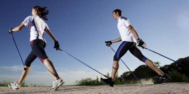 Если скучно ходить самому, предложите близким. Так вы проведете время с двойной пользой - укрепите здоровье и уделите время дорогому человеку.
