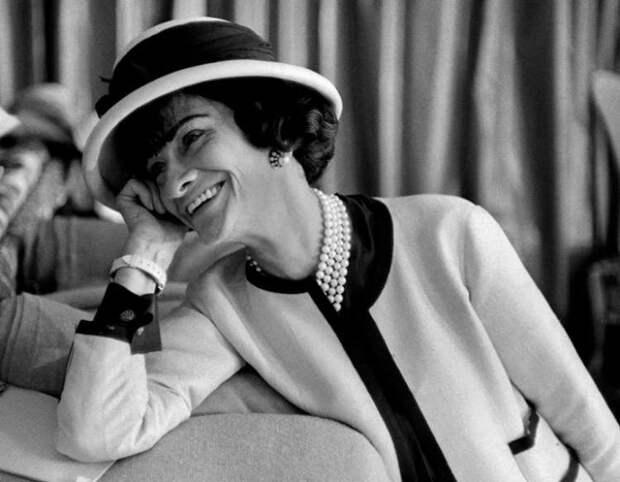 5 уроков жизни от Коко Шанель: всегда — духи, никогда — лук