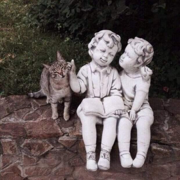 Скульптура дети и кот
