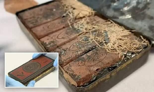 Как выглядит шоколад 120-летней давности, который нашли среди вещей австралийского поэта