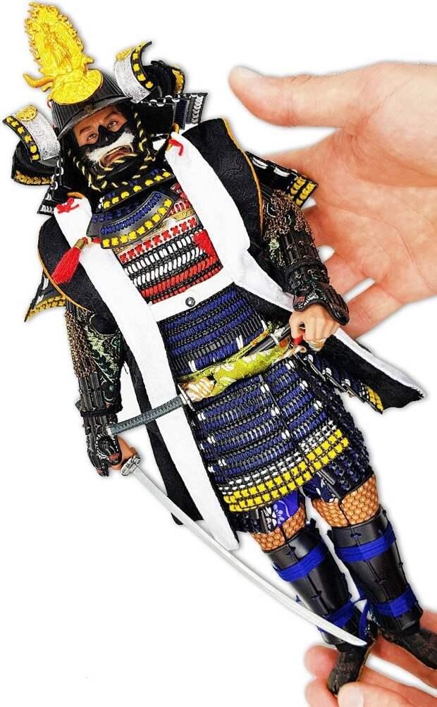 Кого сложнее одеть: рыцаря или самурая?