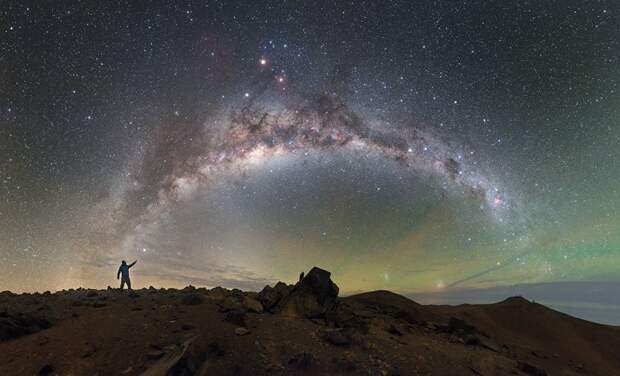 Млечный Путь над Паранальской обсерваторией в пустыне Атакама, Чили