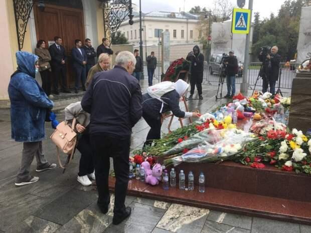 Пенсионеры из Савеловского почтили память жертвам теракта в Беслане