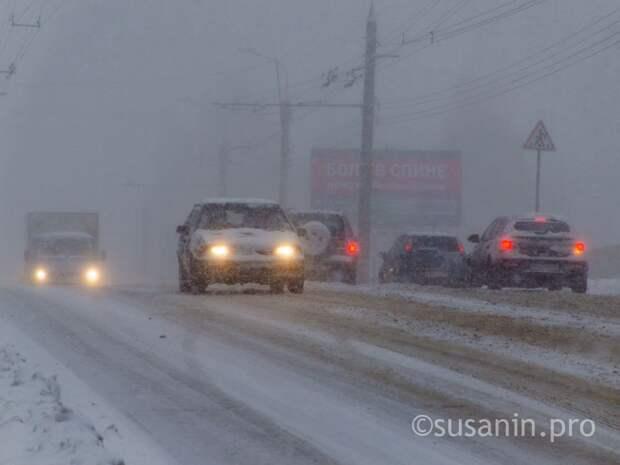 ГИБДД Удмуртии рекомендует водителям быть внимательнее на дорогах из-за «погодных качелей»
