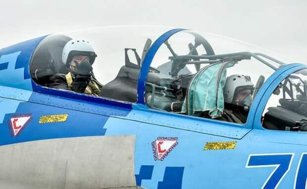 На фото: отремонтированный истребитель Су-27