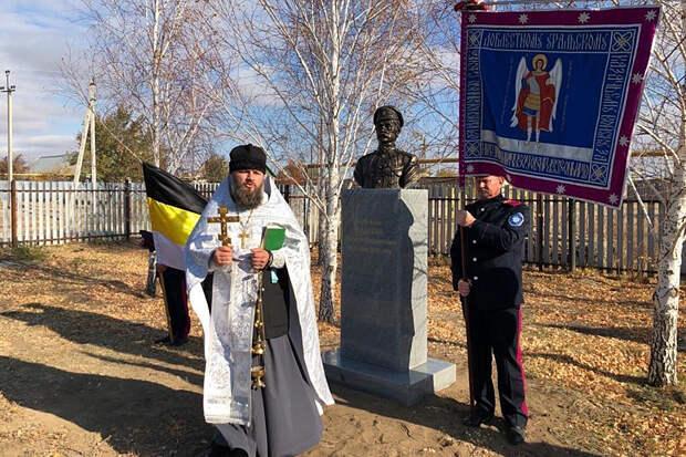 В Оренбургской области на улице Чапаева установили памятник его убийце