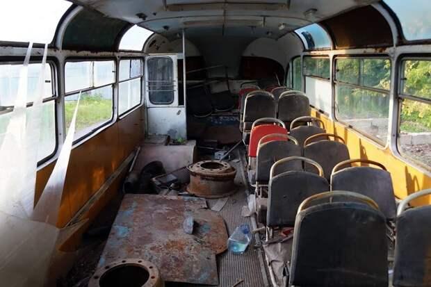 Салон сохранился чуть более, чем наполовину — но самые ценные элементы при нём ЛАЗ, ЛАЗ-695Е, авто, автобус, олдтаймер, реставрация, ретро авто, ретро техника