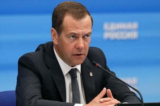 Медведев предложил выдавать лекарства по рецепту за счёт государства