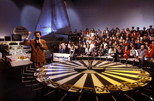 «Что бы ни случилось, программа будет выходить»: телешоу «Поле чудес» — 30 лет