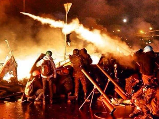 """Киевские блогеры: """"мирные демонстранты"""" стреляют первыми. Фото"""