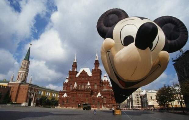 Воздушный шар с Микки Маусом. Начало 90-х 90-е, подборка, фото