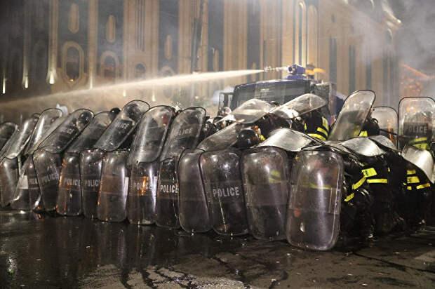 Фотохроника. Штурм грузинского парламента: все, как в Европе?