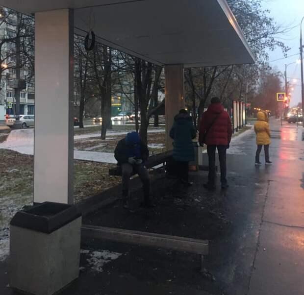 На остановке «Улица Фомичёва» смонтировали новый павильон