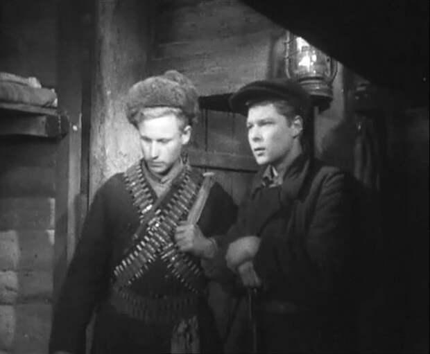 Александр Мехайлов (справа) в фильме «Лесные братья» (1942) (https://www.kino-teatr.ru)