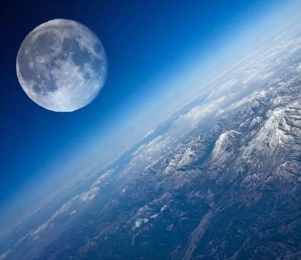 """Известный уфолог обнаружил """"флот НЛО"""" над земным океаном"""