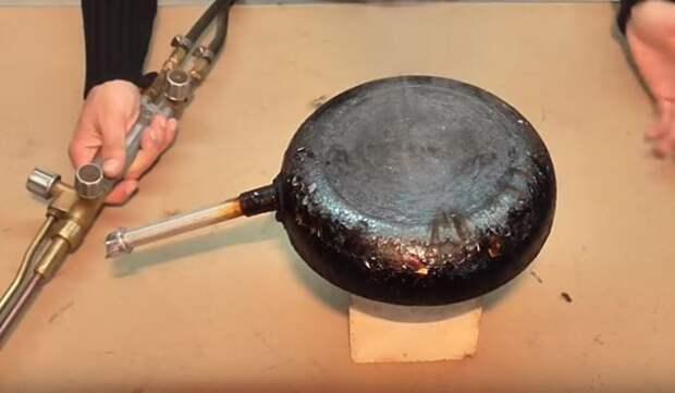 «Народный» способ удаления нагара со сковороды без применения «химии»
