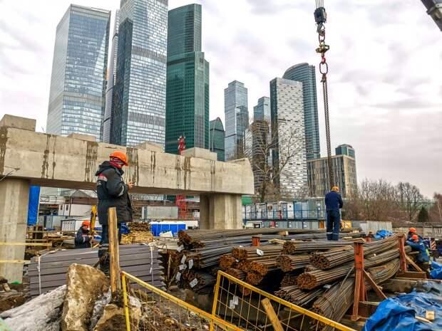 Как быстро проехать по Москве в час пик в районе Кутузовского?