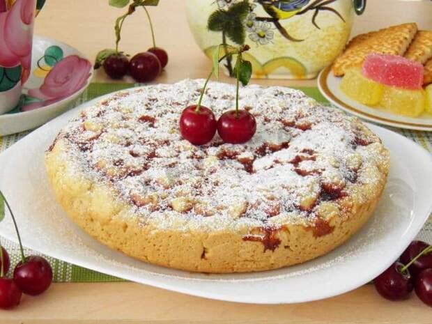 Вкуснейший пирог на кефире с вареньем – необычная подача всем известного десерта