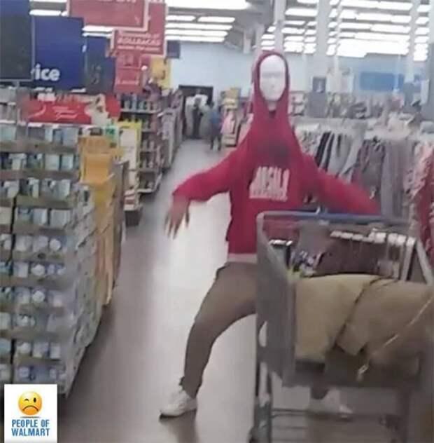 Чудаки и чудачества в Walmart (25 фото)