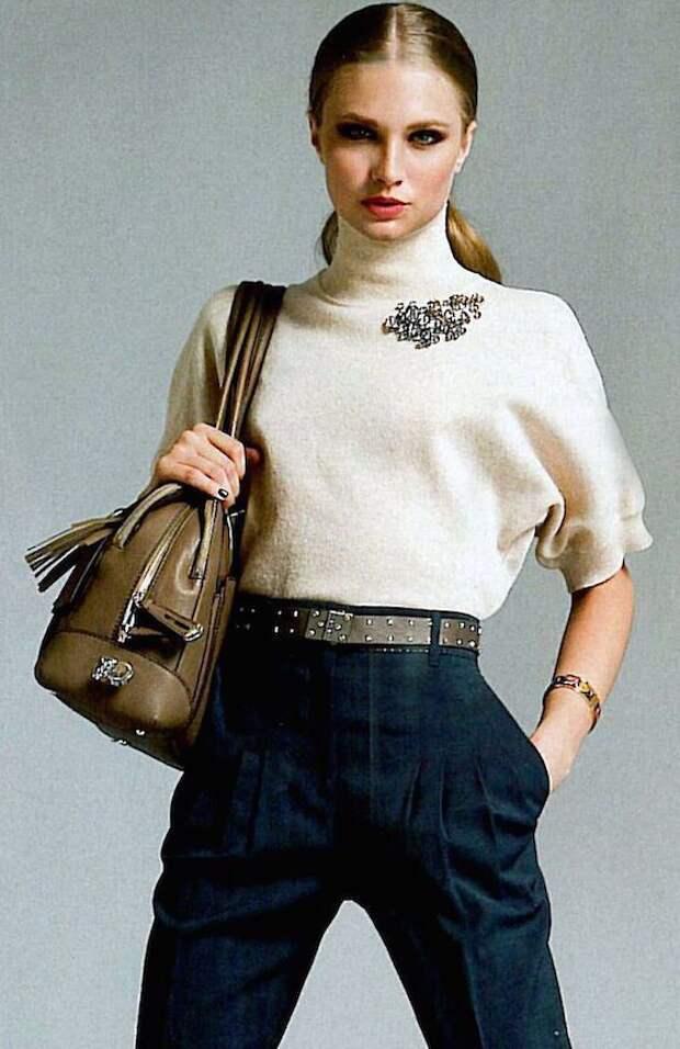 как носить брошку на водолазке свитере