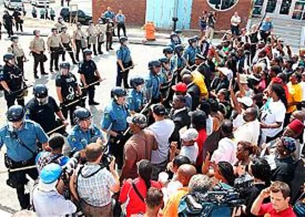 Фергюсон, Миссури, США, погромы, Майдан, бунт, полиция Фото: GLOBAL LOOK press