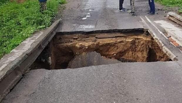 В СНТ Подольска из‑за дождей провалился мост