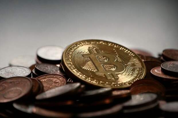 Стоимость биткоина упала на 5 тысяч долларов