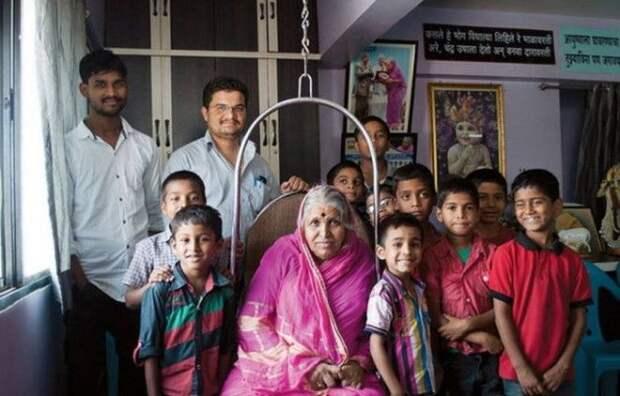 Она подняла на ноги более 1 400 детей-сирот...