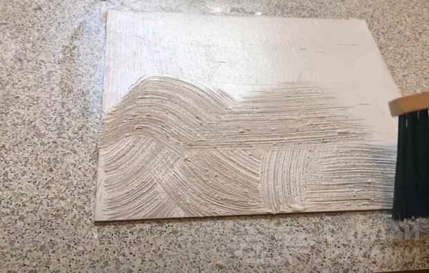 Оригинальная отделка стен дешевой фактурной шпаклевкой