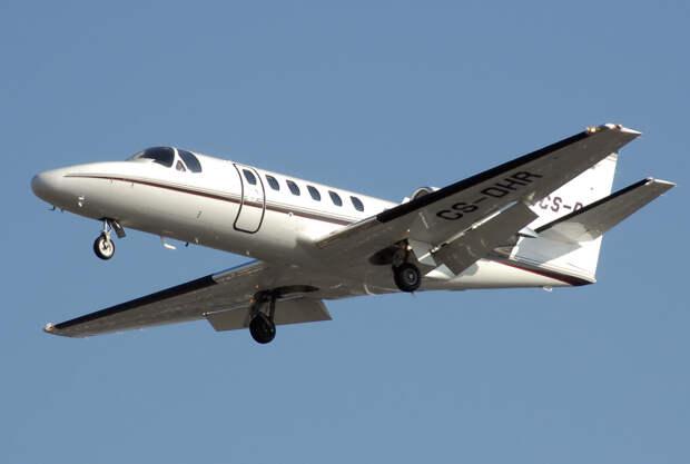 Cessna 550b citation bravo cs-dhr arp.jpg