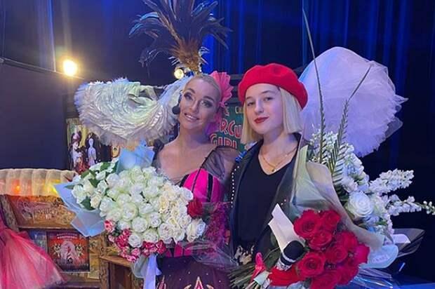 Волочкова снова вышла на сцену с 15-летней дочерью