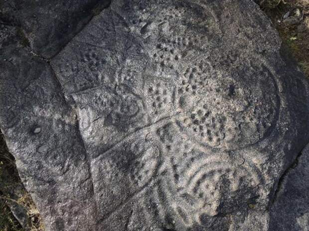 Petroglyph-with-circles